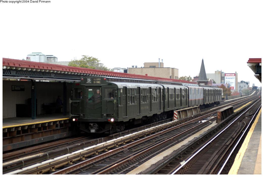 (163k, 1044x701)<br><b>Country:</b> United States<br><b>City:</b> New York<br><b>System:</b> New York City Transit<br><b>Line:</b> BMT Astoria Line<br><b>Location:</b> 30th/Grand Aves. <br><b>Route:</b> Fan Trip<br><b>Car:</b> R-4 (American Car & Foundry, 1932-1933) 484-381-1575-401-100 <br><b>Photo by:</b> David Pirmann<br><b>Date:</b> 10/29/2004<br><b>Notes:</b> Train in regular passenger service, technically not a fan trip.<br><b>Viewed (this week/total):</b> 3 / 3419