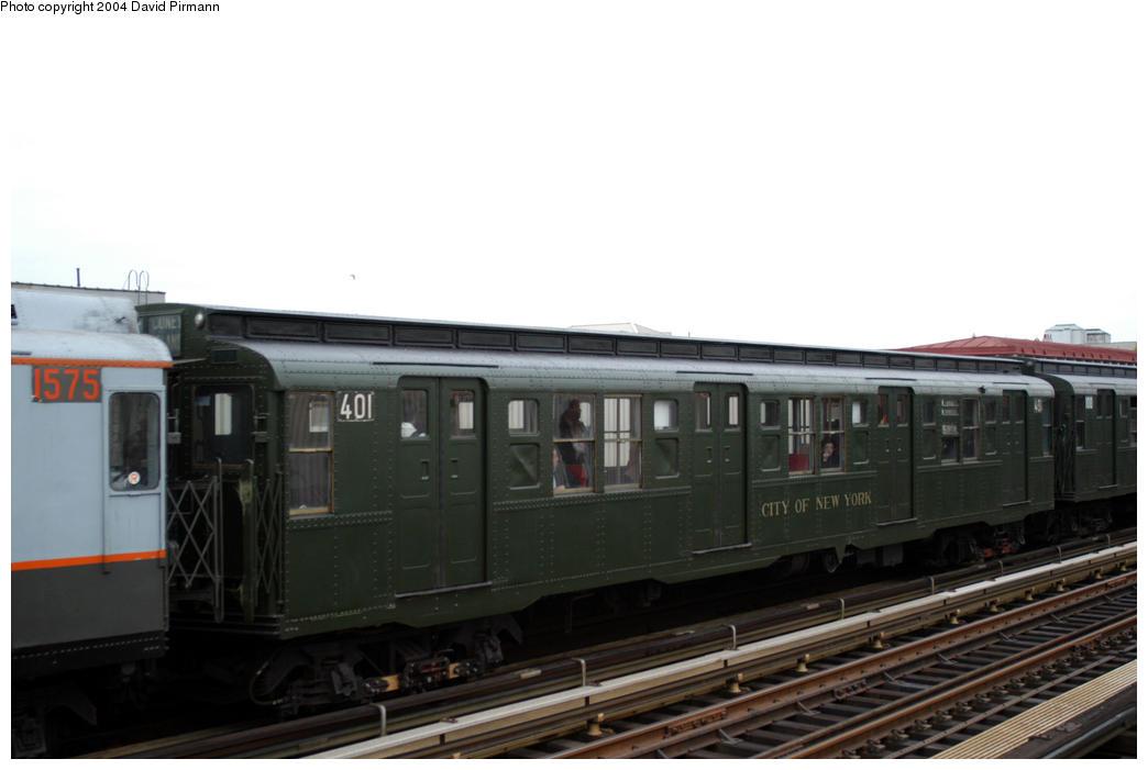 (117k, 1044x701)<br><b>Country:</b> United States<br><b>City:</b> New York<br><b>System:</b> New York City Transit<br><b>Line:</b> BMT Astoria Line<br><b>Location:</b> 30th/Grand Aves. <br><b>Route:</b> Fan Trip<br><b>Car:</b> R-4 (American Car & Foundry, 1932-1933) 401 <br><b>Photo by:</b> David Pirmann<br><b>Date:</b> 10/29/2004<br><b>Notes:</b> Train in regular passenger service, technically not a fan trip.<br><b>Viewed (this week/total):</b> 3 / 2128
