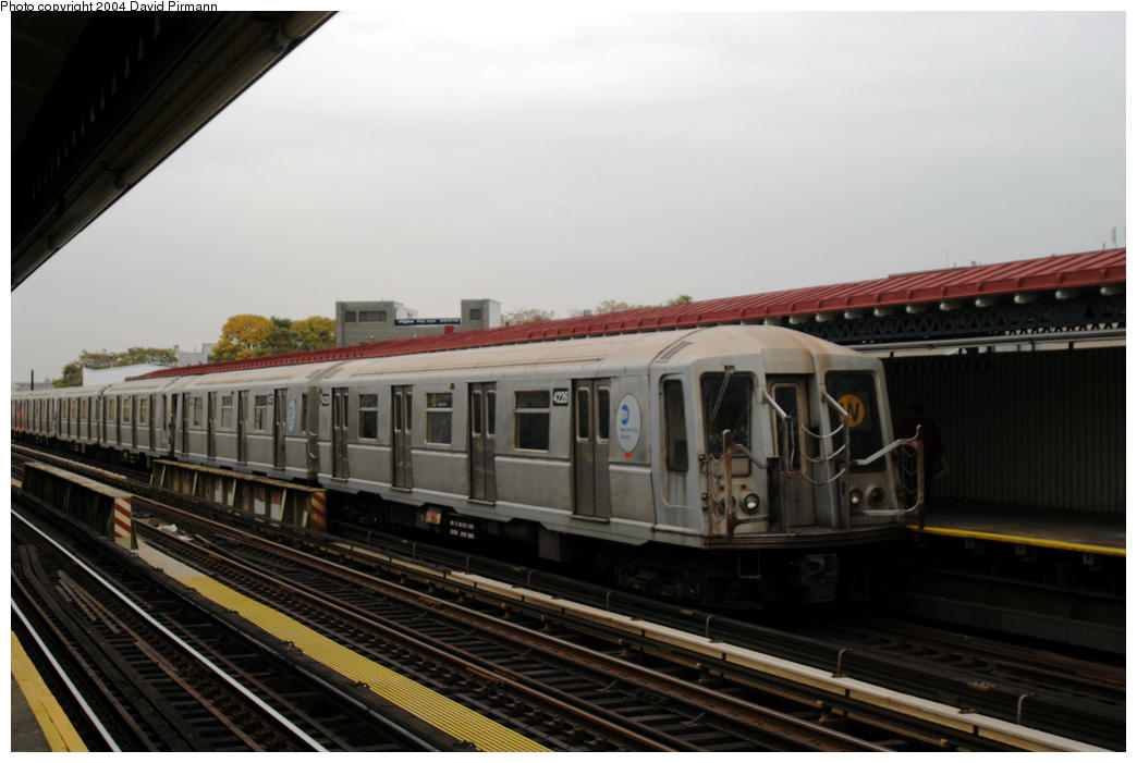 (140k, 1044x701)<br><b>Country:</b> United States<br><b>City:</b> New York<br><b>System:</b> New York City Transit<br><b>Line:</b> BMT Astoria Line<br><b>Location:</b> 30th/Grand Aves. <br><b>Route:</b> W<br><b>Car:</b> R-40 (St. Louis, 1968)  4226 <br><b>Photo by:</b> David Pirmann<br><b>Date:</b> 10/29/2004<br><b>Viewed (this week/total):</b> 0 / 3091