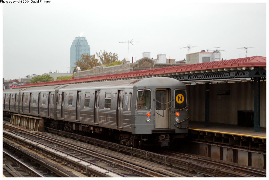 (154k, 1044x701)<br><b>Country:</b> United States<br><b>City:</b> New York<br><b>System:</b> New York City Transit<br><b>Line:</b> BMT Astoria Line<br><b>Location:</b> Broadway <br><b>Route:</b> N<br><b>Car:</b> R-68A (Kawasaki, 1988-1989)  5146 <br><b>Photo by:</b> David Pirmann<br><b>Date:</b> 10/29/2004<br><b>Viewed (this week/total):</b> 1 / 3137