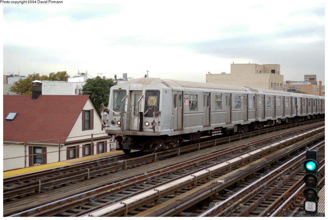 (177k, 1044x701)<br><b>Country:</b> United States<br><b>City:</b> New York<br><b>System:</b> New York City Transit<br><b>Line:</b> BMT Astoria Line<br><b>Location:</b> Broadway <br><b>Route:</b> W<br><b>Car:</b> R-40 (St. Louis, 1968)  4231 <br><b>Photo by:</b> David Pirmann<br><b>Date:</b> 10/29/2004<br><b>Viewed (this week/total):</b> 0 / 3177