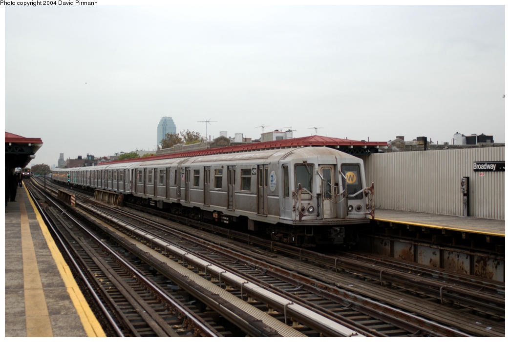 (155k, 1044x701)<br><b>Country:</b> United States<br><b>City:</b> New York<br><b>System:</b> New York City Transit<br><b>Line:</b> BMT Astoria Line<br><b>Location:</b> Broadway <br><b>Route:</b> W<br><b>Car:</b> R-40 (St. Louis, 1968)  4291 <br><b>Photo by:</b> David Pirmann<br><b>Date:</b> 10/29/2004<br><b>Viewed (this week/total):</b> 1 / 3179