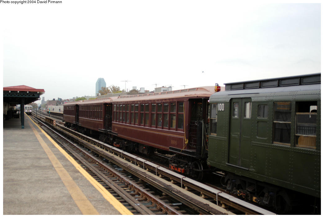 (130k, 1044x701)<br><b>Country:</b> United States<br><b>City:</b> New York<br><b>System:</b> New York City Transit<br><b>Line:</b> BMT Astoria Line<br><b>Location:</b> Broadway <br><b>Route:</b> Fan Trip<br><b>Car:</b> BMT Elevated Gate Car 1404-100 <br><b>Photo by:</b> David Pirmann<br><b>Date:</b> 10/29/2004<br><b>Notes:</b> BU train in excursion service on Astoria line.<br><b>Viewed (this week/total):</b> 0 / 2708
