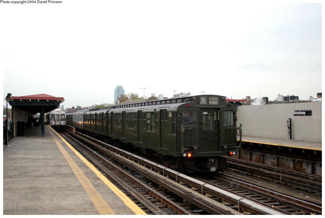 (135k, 1044x701)<br><b>Country:</b> United States<br><b>City:</b> New York<br><b>System:</b> New York City Transit<br><b>Line:</b> BMT Astoria Line<br><b>Location:</b> Broadway <br><b>Route:</b> Fan Trip<br><b>Car:</b> R-4 (American Car & Foundry, 1932-1933) 484 <br><b>Photo by:</b> David Pirmann<br><b>Date:</b> 10/29/2004<br><b>Notes:</b> Train in regular passenger service, technically not a fan trip.<br><b>Viewed (this week/total):</b> 1 / 2626