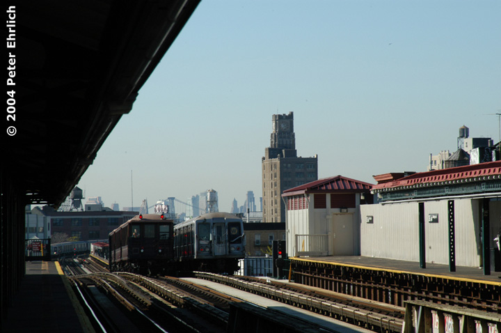 (110k, 720x478)<br><b>Country:</b> United States<br><b>City:</b> New York<br><b>System:</b> New York City Transit<br><b>Line:</b> BMT Astoria Line<br><b>Location:</b> 36th/Washington Aves. <br><b>Car:</b> BMT Elevated Gate Car 1404 <br><b>Photo by:</b> Peter Ehrlich<br><b>Date:</b> 10/28/2004<br><b>Notes:</b> BU excursion train With R40 4356 at 36th Avenue/Washington Avenue Station.<br><b>Viewed (this week/total):</b> 0 / 2452