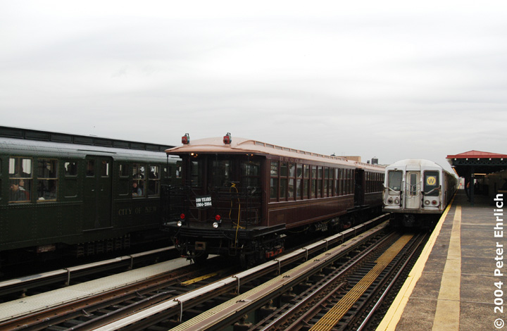 (112k, 720x470)<br><b>Country:</b> United States<br><b>City:</b> New York<br><b>System:</b> New York City Transit<br><b>Line:</b> BMT Astoria Line<br><b>Location:</b> 39th/Beebe Aves. <br><b>Route:</b> Fan Trip<br><b>Car:</b> BMT Elevated Gate Car 1407 <br><b>Photo by:</b> Peter Ehrlich<br><b>Date:</b> 10/29/2004<br><b>Notes:</b> BU train in excursion service on Astoria line.<br><b>Viewed (this week/total):</b> 0 / 2764
