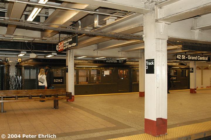 (164k, 720x478)<br><b>Country:</b> United States<br><b>City:</b> New York<br><b>System:</b> New York City Transit<br><b>Line:</b> IRT Times Square-Grand Central Shuttle<br><b>Location:</b> Grand Central <br><b>Route:</b> Fan Trip<br><b>Car:</b> Low-V (Museum Train) 5292 <br><b>Photo by:</b> Peter Ehrlich<br><b>Date:</b> 10/27/2004<br><b>Notes:</b> Train in regular passenger service, technically not a fan trip.<br><b>Viewed (this week/total):</b> 0 / 3152