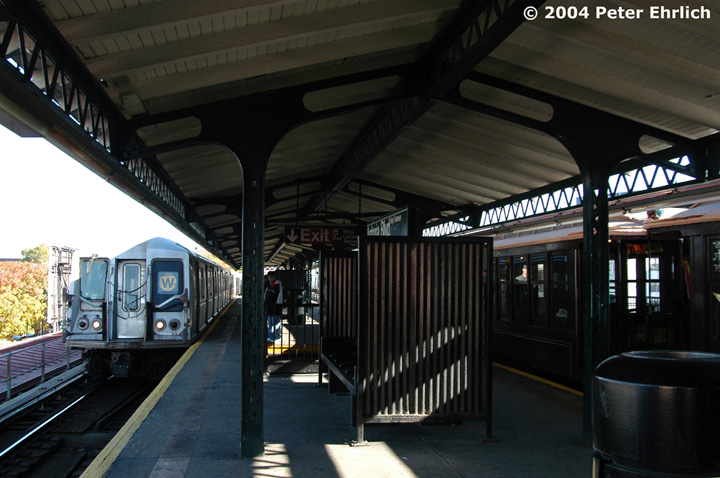 (136k, 720x478)<br><b>Country:</b> United States<br><b>City:</b> New York<br><b>System:</b> New York City Transit<br><b>Line:</b> BMT Astoria Line<br><b>Location:</b> Astoria Boulevard/Hoyt Avenue<br><b>Route:</b> Fan Trip<br><b>Car:</b> BMT Elevated Gate Car 1404-1273-1407 <br><b>Photo by:</b> Peter Ehrlich<br><b>Date:</b> 10/28/2004<br><b>Notes:</b> BU train in excursion service on Astoria line.<br><b>Viewed (this week/total):</b> 0 / 3638