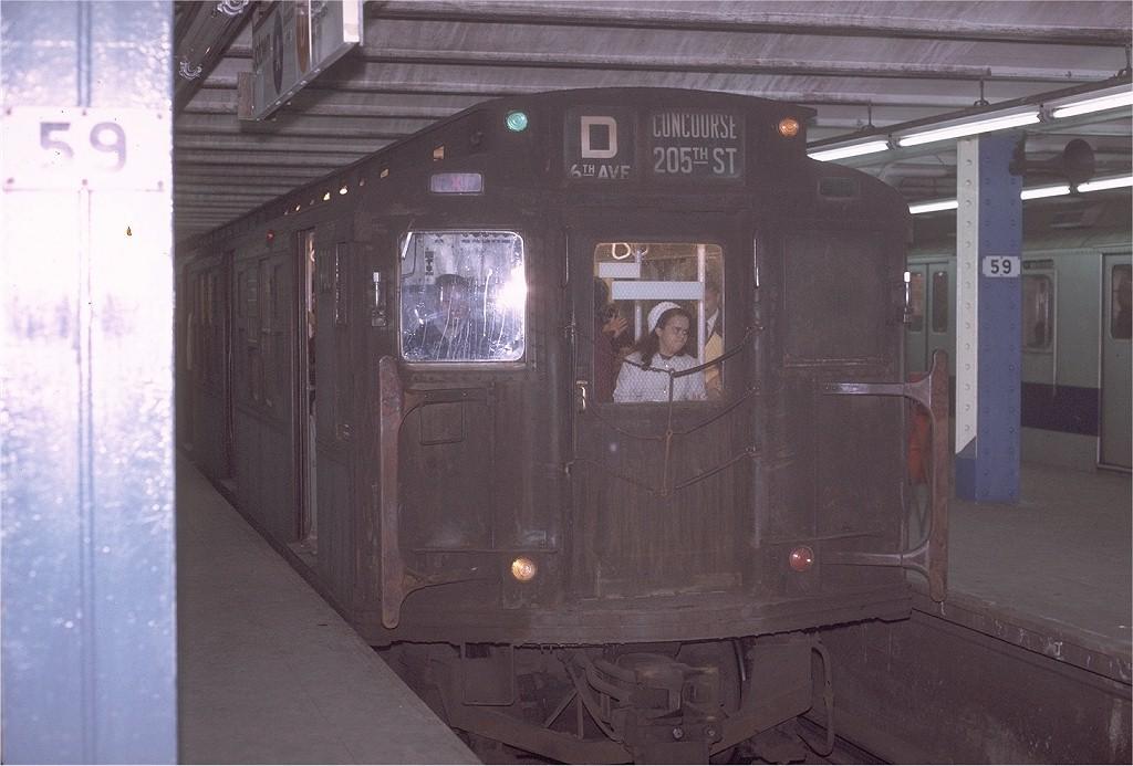 (173k, 1024x693)<br><b>Country:</b> United States<br><b>City:</b> New York<br><b>System:</b> New York City Transit<br><b>Line:</b> IND 8th Avenue Line<br><b>Location:</b> 59th Street/Columbus Circle <br><b>Route:</b> D<br><b>Car:</b> R-4 (American Car & Foundry, 1932-1933) 700 <br><b>Photo by:</b> Joe Testagrose<br><b>Date:</b> 11/27/1970<br><b>Viewed (this week/total):</b> 6 / 3464