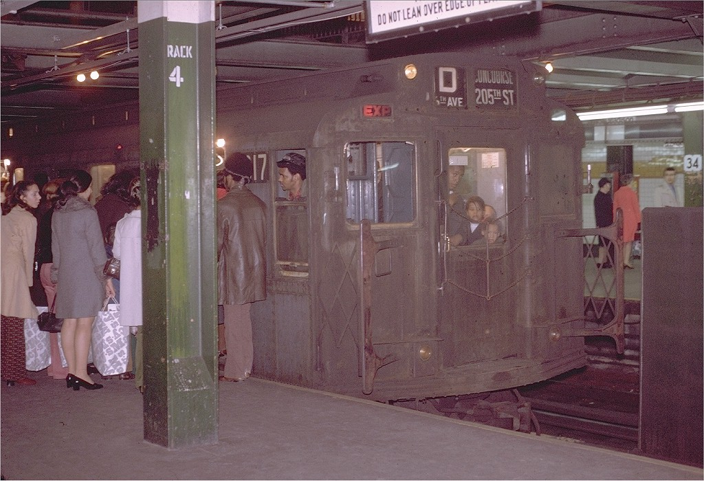 (227k, 1024x699)<br><b>Country:</b> United States<br><b>City:</b> New York<br><b>System:</b> New York City Transit<br><b>Line:</b> IND 6th Avenue Line<br><b>Location:</b> 34th Street/Herald Square <br><b>Route:</b> D<br><b>Car:</b> R-4 (American Car & Foundry, 1932-1933) 817 <br><b>Photo by:</b> Joe Testagrose<br><b>Date:</b> 11/14/1970<br><b>Viewed (this week/total):</b> 4 / 4901