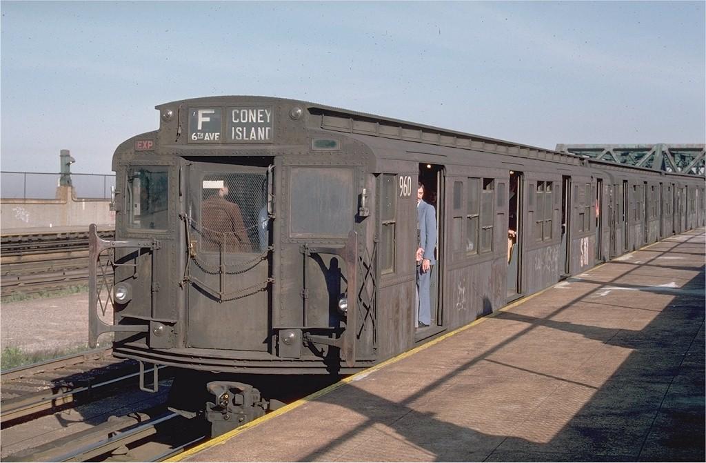 (186k, 1024x671)<br><b>Country:</b> United States<br><b>City:</b> New York<br><b>System:</b> New York City Transit<br><b>Line:</b> IND Crosstown Line<br><b>Location:</b> Smith/9th Street <br><b>Route:</b> F<br><b>Car:</b> R-6-3 (American Car & Foundry, 1935)  960 <br><b>Photo by:</b> Ed McKernan<br><b>Collection of:</b> Joe Testagrose<br><b>Date:</b> 5/28/1976<br><b>Viewed (this week/total):</b> 0 / 3844