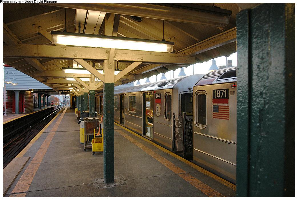 (260k, 1044x701)<br><b>Country:</b> United States<br><b>City:</b> New York<br><b>System:</b> New York City Transit<br><b>Line:</b> IRT West Side Line<br><b>Location:</b> 242nd Street/Van Cortlandt Park <br><b>Route:</b> 1<br><b>Car:</b> R-62A (Bombardier, 1984-1987)  2441 <br><b>Photo by:</b> David Pirmann<br><b>Date:</b> 11/6/2004<br><b>Viewed (this week/total):</b> 0 / 6071