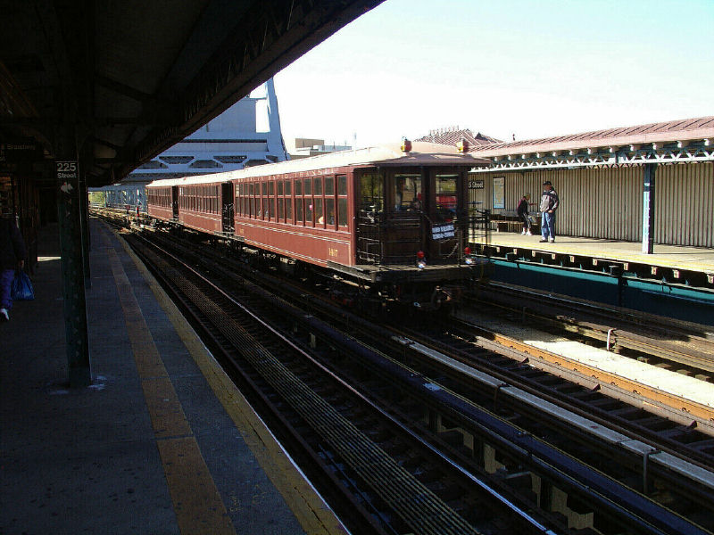 (112k, 800x600)<br><b>Country:</b> United States<br><b>City:</b> New York<br><b>System:</b> New York City Transit<br><b>Line:</b> IRT West Side Line<br><b>Location:</b> 225th Street <br><b>Route:</b> Fan Trip<br><b>Car:</b> BMT Elevated Gate Car 1407-1273-1404 <br><b>Photo by:</b> Fred Guenther<br><b>Date:</b> 11/6/2004<br><b>Viewed (this week/total):</b> 0 / 3112