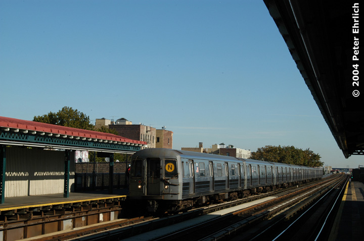 (109k, 720x478)<br><b>Country:</b> United States<br><b>City:</b> New York<br><b>System:</b> New York City Transit<br><b>Line:</b> BMT Astoria Line<br><b>Location:</b> 36th/Washington Aves. <br><b>Route:</b> N<br><b>Car:</b> R-68 (Westinghouse-Amrail, 1986-1988)  2830 <br><b>Photo by:</b> Peter Ehrlich<br><b>Date:</b> 10/28/2004<br><b>Viewed (this week/total):</b> 1 / 3074