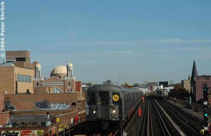 (107k, 720x463)<br><b>Country:</b> United States<br><b>City:</b> New York<br><b>System:</b> New York City Transit<br><b>Line:</b> BMT Astoria Line<br><b>Location:</b> Broadway <br><b>Route:</b> N<br><b>Car:</b> R-68 (Westinghouse-Amrail, 1986-1988)  2862 <br><b>Photo by:</b> Peter Ehrlich<br><b>Date:</b> 10/28/2004<br><b>Viewed (this week/total):</b> 3 / 2878