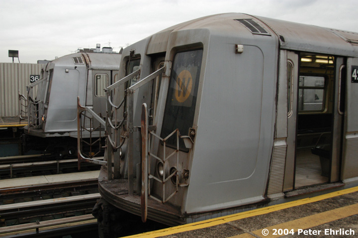 (118k, 720x478)<br><b>Country:</b> United States<br><b>City:</b> New York<br><b>System:</b> New York City Transit<br><b>Line:</b> BMT Astoria Line<br><b>Location:</b> 36th/Washington Aves. <br><b>Route:</b> W<br><b>Car:</b> R-40 (St. Louis, 1968)  4226 <br><b>Photo by:</b> Peter Ehrlich<br><b>Date:</b> 10/29/2004<br><b>Viewed (this week/total):</b> 0 / 3738