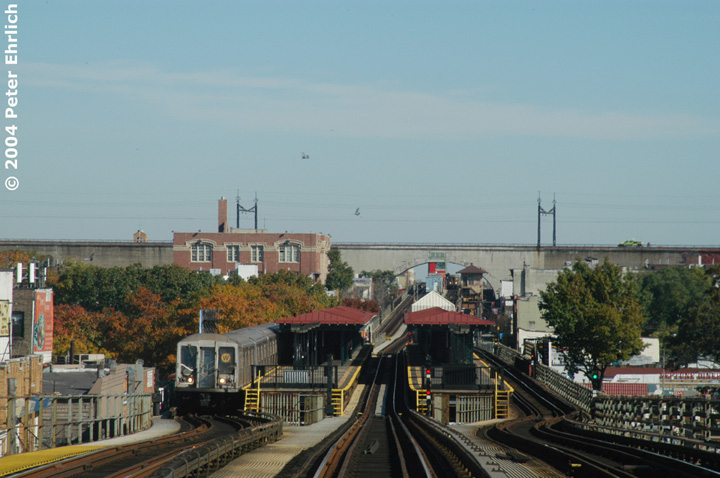 (130k, 720x478)<br><b>Country:</b> United States<br><b>City:</b> New York<br><b>System:</b> New York City Transit<br><b>Line:</b> BMT Astoria Line<br><b>Location:</b> Astoria Boulevard/Hoyt Avenue<br><b>Route:</b> W<br><b>Car:</b> R-40 (St. Louis, 1968)  <br><b>Photo by:</b> Peter Ehrlich<br><b>Date:</b> 10/28/2004<br><b>Viewed (this week/total):</b> 0 / 16538