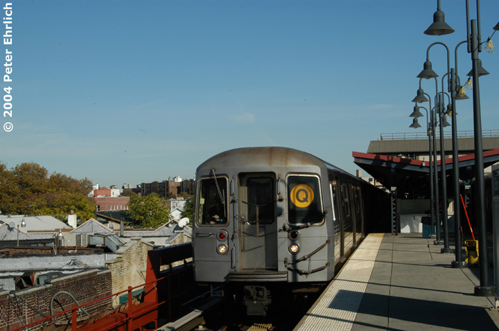 (123k, 720x478)<br><b>Country:</b> United States<br><b>City:</b> New York<br><b>System:</b> New York City Transit<br><b>Line:</b> BMT Brighton Line<br><b>Location:</b> Brighton Beach<br><b>Route:</b> Q<br><b>Car:</b> R-68 (Westinghouse-Amrail, 1986-1988) 2876 <br><b>Photo by:</b> Peter Ehrlich<br><b>Date:</b> 10/28/2004<br><b>Viewed (this week/total):</b> 1 / 4146