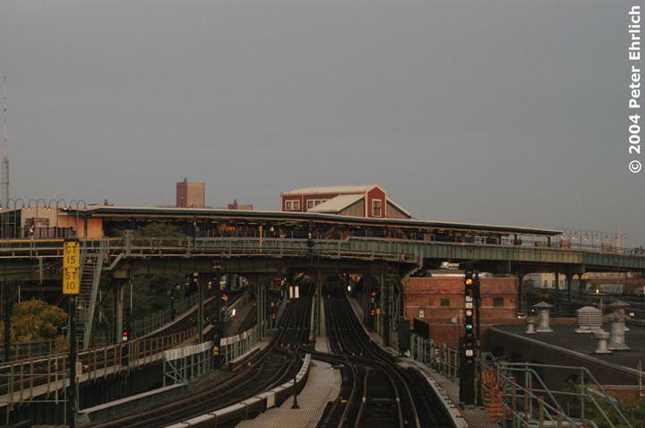 (126k, 720x478)<br><b>Country:</b> United States<br><b>City:</b> New York<br><b>System:</b> New York City Transit<br><b>Line:</b> BMT Canarsie Line<br><b>Location:</b> Broadway Junction <br><b>Photo by:</b> Peter Ehrlich<br><b>Date:</b> 10/27/2004<br><b>Viewed (this week/total):</b> 1 / 4186