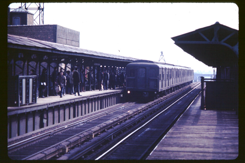 (99k, 1008x672)<br><b>Country:</b> United States<br><b>City:</b> New York<br><b>System:</b> New York City Transit<br><b>Line:</b> BMT Canarsie Line<br><b>Location:</b> Sutter Avenue <br><b>Car:</b> BMT A/B-Type Standard  <br><b>Photo by:</b> Joe Korman<br><b>Viewed (this week/total):</b> 1 / 2651