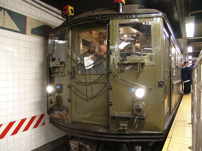 (106k, 771x578)<br><b>Country:</b> United States<br><b>City:</b> New York<br><b>System:</b> New York City Transit<br><b>Line:</b> IRT Times Square-Grand Central Shuttle<br><b>Location:</b> Grand Central <br><b>Route:</b> Fan Trip<br><b>Car:</b> Low-V (Museum Train) 5292 <br><b>Photo by:</b> Richard Panse<br><b>Date:</b> 11/21/2004<br><b>Viewed (this week/total):</b> 0 / 3659