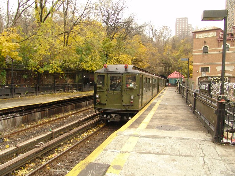 (149k, 767x575)<br><b>Country:</b> United States<br><b>City:</b> New York<br><b>System:</b> New York City Transit<br><b>Line:</b> IRT West Side Line<br><b>Location:</b> Dyckman Street <br><b>Route:</b> Fan Trip<br><b>Car:</b> Low-V (Museum Train) 5292 <br><b>Photo by:</b> Richard Panse<br><b>Date:</b> 11/21/2004<br><b>Viewed (this week/total):</b> 0 / 3199