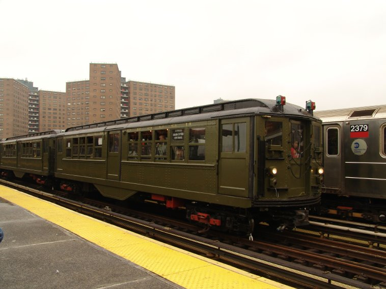 (74k, 758x569)<br><b>Country:</b> United States<br><b>City:</b> New York<br><b>System:</b> New York City Transit<br><b>Line:</b> IRT West Side Line<br><b>Location:</b> 125th Street <br><b>Route:</b> Fan Trip<br><b>Car:</b> Low-V (Museum Train) 5443 <br><b>Photo by:</b> Richard Panse<br><b>Date:</b> 11/21/2004<br><b>Viewed (this week/total):</b> 4 / 2548