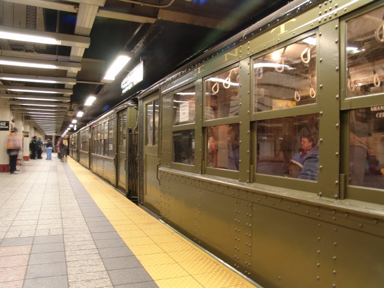 (88k, 761x571)<br><b>Country:</b> United States<br><b>City:</b> New York<br><b>System:</b> New York City Transit<br><b>Line:</b> IRT Times Square-Grand Central Shuttle<br><b>Location:</b> Grand Central <br><b>Route:</b> Fan Trip<br><b>Car:</b> Low-V (Museum Train) 5483/5290 <br><b>Photo by:</b> Richard Panse<br><b>Date:</b> 11/21/2004<br><b>Viewed (this week/total):</b> 2 / 3198