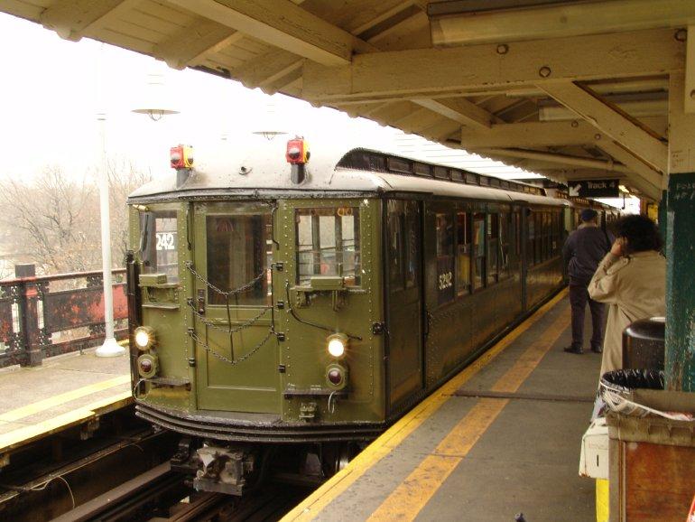 (87k, 770x578)<br><b>Country:</b> United States<br><b>City:</b> New York<br><b>System:</b> New York City Transit<br><b>Line:</b> IRT West Side Line<br><b>Location:</b> 242nd Street/Van Cortlandt Park <br><b>Route:</b> Fan Trip<br><b>Car:</b> Low-V (Museum Train) 5292 <br><b>Photo by:</b> Richard Panse<br><b>Date:</b> 11/21/2004<br><b>Viewed (this week/total):</b> 2 / 3300