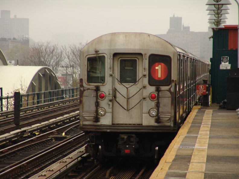 (84k, 792x594)<br><b>Country:</b> United States<br><b>City:</b> New York<br><b>System:</b> New York City Transit<br><b>Line:</b> IRT West Side Line<br><b>Location:</b> 238th Street <br><b>Route:</b> 1<br><b>Car:</b> R-62A (Bombardier, 1984-1987)   <br><b>Photo by:</b> Richard Panse<br><b>Date:</b> 11/21/2004<br><b>Viewed (this week/total):</b> 1 / 3608