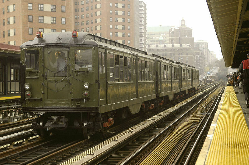 (121k, 800x532)<br><b>Country:</b> United States<br><b>City:</b> New York<br><b>System:</b> New York City Transit<br><b>Line:</b> IRT West Side Line<br><b>Location:</b> 125th Street <br><b>Route:</b> Fan Trip<br><b>Car:</b> Low-V (Museum Train) 5292 <br><b>Photo by:</b> Fred Guenther<br><b>Date:</b> 11/21/2004<br><b>Viewed (this week/total):</b> 3 / 3023
