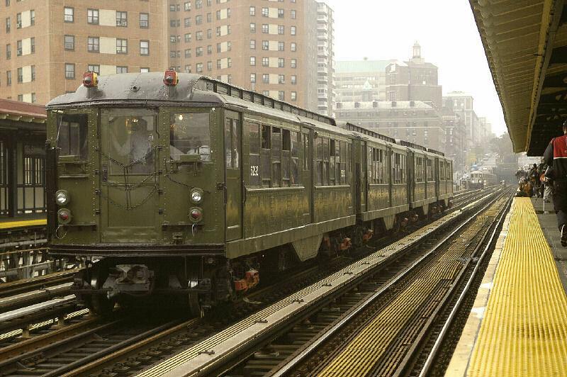 (121k, 800x532)<br><b>Country:</b> United States<br><b>City:</b> New York<br><b>System:</b> New York City Transit<br><b>Line:</b> IRT West Side Line<br><b>Location:</b> 125th Street <br><b>Route:</b> Fan Trip<br><b>Car:</b> Low-V (Museum Train) 5292 <br><b>Photo by:</b> Fred Guenther<br><b>Date:</b> 11/21/2004<br><b>Viewed (this week/total):</b> 1 / 3016