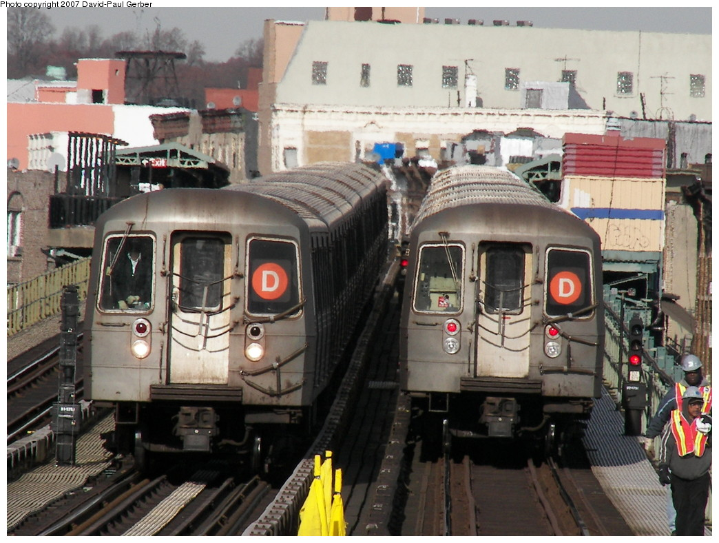 (295k, 1044x788)<br><b>Country:</b> United States<br><b>City:</b> New York<br><b>System:</b> New York City Transit<br><b>Line:</b> BMT West End Line<br><b>Location:</b> 62nd Street <br><b>Route:</b> D<br><b>Car:</b> R-68 (Westinghouse-Amrail, 1986-1988)   <br><b>Photo by:</b> David-Paul Gerber<br><b>Date:</b> 12/15/2007<br><b>Viewed (this week/total):</b> 0 / 2593