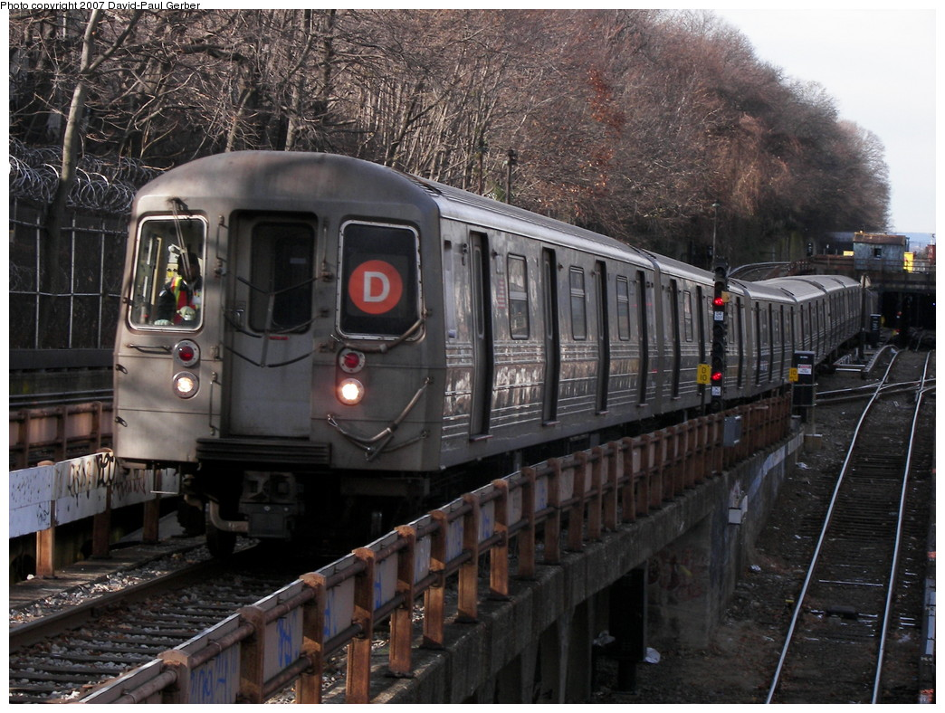 (308k, 1044x788)<br><b>Country:</b> United States<br><b>City:</b> New York<br><b>System:</b> New York City Transit<br><b>Line:</b> BMT West End Line<br><b>Location:</b> 9th Avenue <br><b>Route:</b> D<br><b>Car:</b> R-68 (Westinghouse-Amrail, 1986-1988)   <br><b>Photo by:</b> David-Paul Gerber<br><b>Date:</b> 12/15/2007<br><b>Viewed (this week/total):</b> 0 / 2164