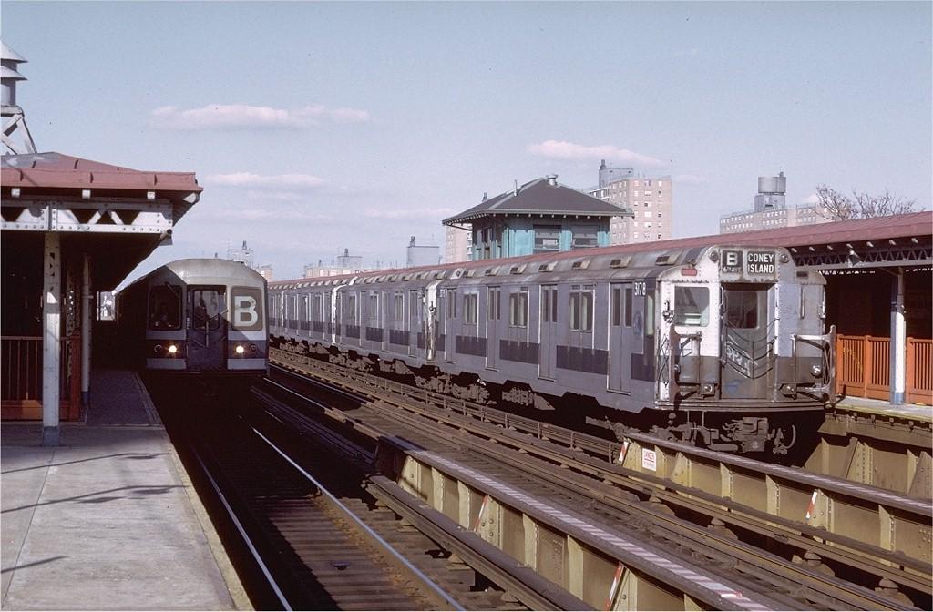 (193k, 1024x672)<br><b>Country:</b> United States<br><b>City:</b> New York<br><b>System:</b> New York City Transit<br><b>Line:</b> BMT West End Line<br><b>Location:</b> Bay 50th Street <br><b>Route:</b> B<br><b>Car:</b> R-10 (American Car & Foundry, 1948) 3178 <br><b>Photo by:</b> Doug Grotjahn<br><b>Collection of:</b> Joe Testagrose<br><b>Date:</b> 11/29/1974<br><b>Viewed (this week/total):</b> 0 / 3345