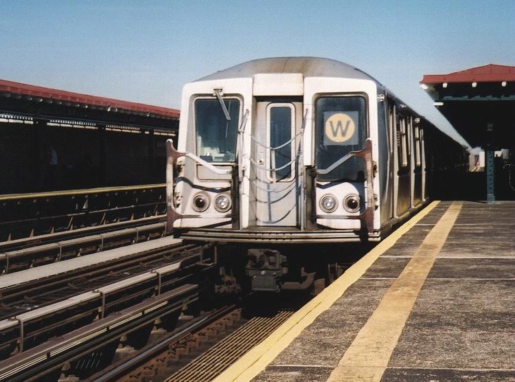 (213k, 750x556)<br><b>Country:</b> United States<br><b>City:</b> New York<br><b>System:</b> New York City Transit<br><b>Line:</b> BMT Astoria Line<br><b>Location:</b> 39th/Beebe Aves. <br><b>Route:</b> W<br><b>Car:</b> R-40 (St. Louis, 1968)  4321 <br><b>Photo by:</b> Gary Chatterton<br><b>Date:</b> 10/28/2004<br><b>Viewed (this week/total):</b> 0 / 3328