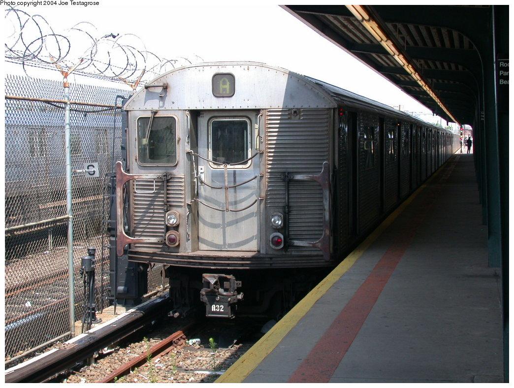 (241k, 1044x788)<br><b>Country:</b> United States<br><b>City:</b> New York<br><b>System:</b> New York City Transit<br><b>Line:</b> IND Rockaway<br><b>Location:</b> Rockaway Park/Beach 116th Street <br><b>Route:</b> A<br><b>Car:</b> R-32 (Budd, 1964)  3476 <br><b>Photo by:</b> Joe Testagrose<br><b>Date:</b> 7/17/2004<br><b>Viewed (this week/total):</b> 2 / 3640