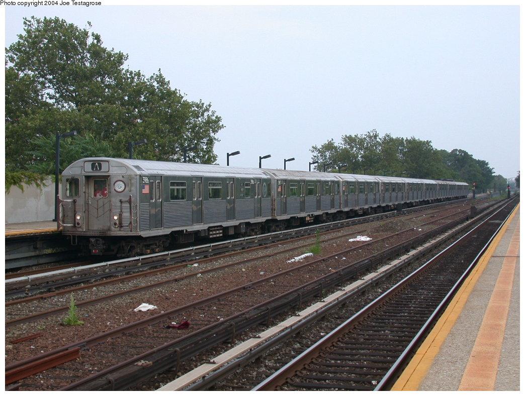 (228k, 1044x788)<br><b>Country:</b> United States<br><b>City:</b> New York<br><b>System:</b> New York City Transit<br><b>Line:</b> IND Rockaway<br><b>Location:</b> Aqueduct/North Conduit Avenue <br><b>Route:</b> A<br><b>Car:</b> R-38 (St. Louis, 1966-1967)  3986 <br><b>Photo by:</b> Joe Testagrose<br><b>Date:</b> 7/17/2004<br><b>Viewed (this week/total):</b> 1 / 3358