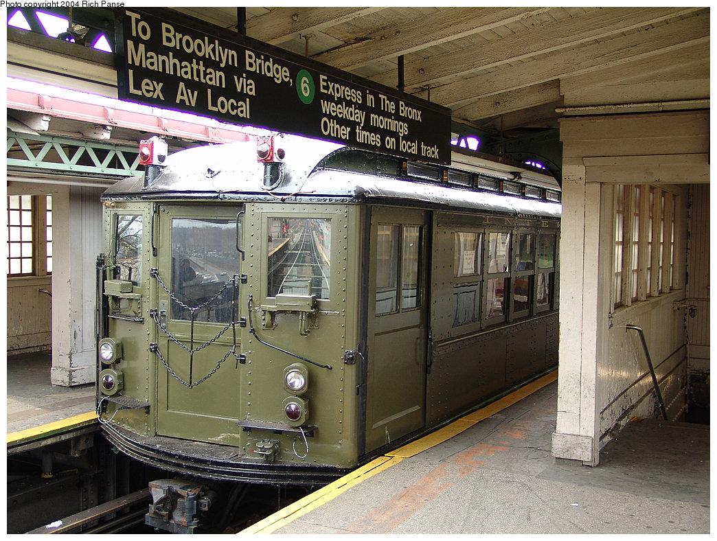 (263k, 1044x788)<br><b>Country:</b> United States<br><b>City:</b> New York<br><b>System:</b> New York City Transit<br><b>Line:</b> IRT Pelham Line<br><b>Location:</b> East 177th Street/Parkchester <br><b>Route:</b> Fan Trip<br><b>Car:</b> Low-V (Museum Train) 5483 <br><b>Photo by:</b> Richard Panse<br><b>Date:</b> 12/19/2004<br><b>Viewed (this week/total):</b> 2 / 3815