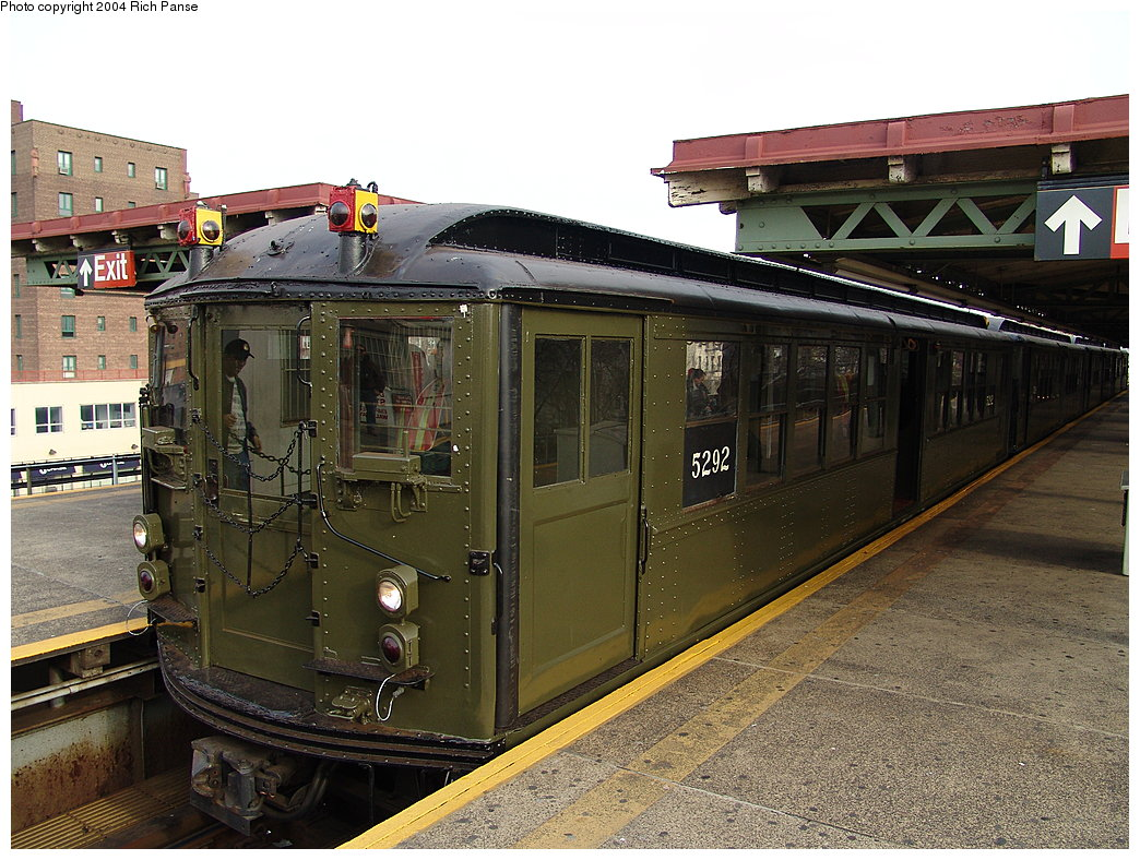 (233k, 1044x788)<br><b>Country:</b> United States<br><b>City:</b> New York<br><b>System:</b> New York City Transit<br><b>Line:</b> IRT Pelham Line<br><b>Location:</b> East 177th Street/Parkchester <br><b>Route:</b> Fan Trip<br><b>Car:</b> Low-V (Museum Train) 5292 <br><b>Photo by:</b> Richard Panse<br><b>Date:</b> 12/19/2004<br><b>Viewed (this week/total):</b> 0 / 2929