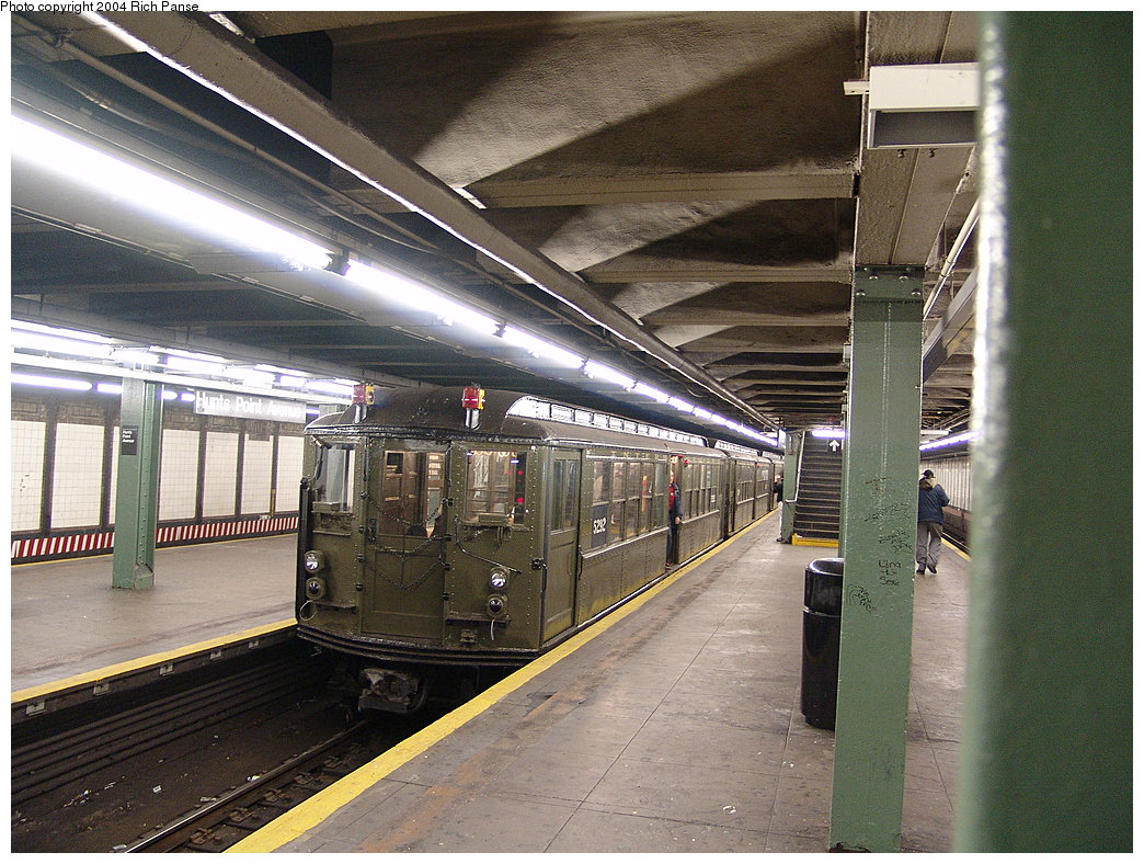 (240k, 1044x788)<br><b>Country:</b> United States<br><b>City:</b> New York<br><b>System:</b> New York City Transit<br><b>Line:</b> IRT Pelham Line<br><b>Location:</b> Hunts Point Avenue <br><b>Route:</b> Fan Trip<br><b>Car:</b> Low-V (Museum Train) 5292 <br><b>Photo by:</b> Richard Panse<br><b>Date:</b> 12/19/2004<br><b>Viewed (this week/total):</b> 2 / 5066