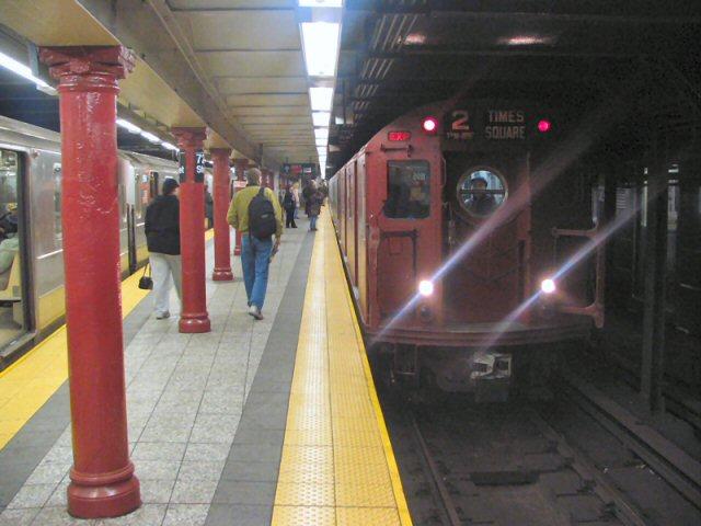 (63k, 640x480)<br><b>Country:</b> United States<br><b>City:</b> New York<br><b>System:</b> New York City Transit<br><b>Line:</b> IRT West Side Line<br><b>Location:</b> 72nd Street <br><b>Route:</b> 2<br><b>Car:</b> R-17 (St. Louis, 1955-56) 6609 <br><b>Photo by:</b> Dante D. Angerville<br><b>Date:</b> 12/11/2004<br><b>Viewed (this week/total):</b> 0 / 6048