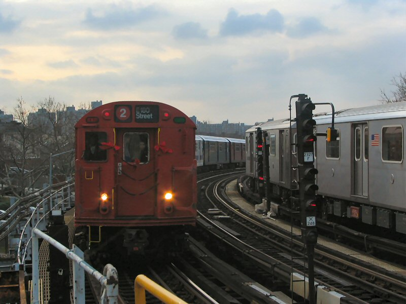 (87k, 800x600)<br><b>Country:</b> United States<br><b>City:</b> New York<br><b>System:</b> New York City Transit<br><b>Line:</b> IRT White Plains Road Line<br><b>Location:</b> West Farms Sq./East Tremont Ave./177th St. <br><b>Route:</b> 2<br><b>Car:</b> R-33 Main Line (St. Louis, 1962-63) 9017 <br><b>Photo by:</b> Dante D. Angerville<br><b>Date:</b> 12/11/2004<br><b>Viewed (this week/total):</b> 0 / 3740
