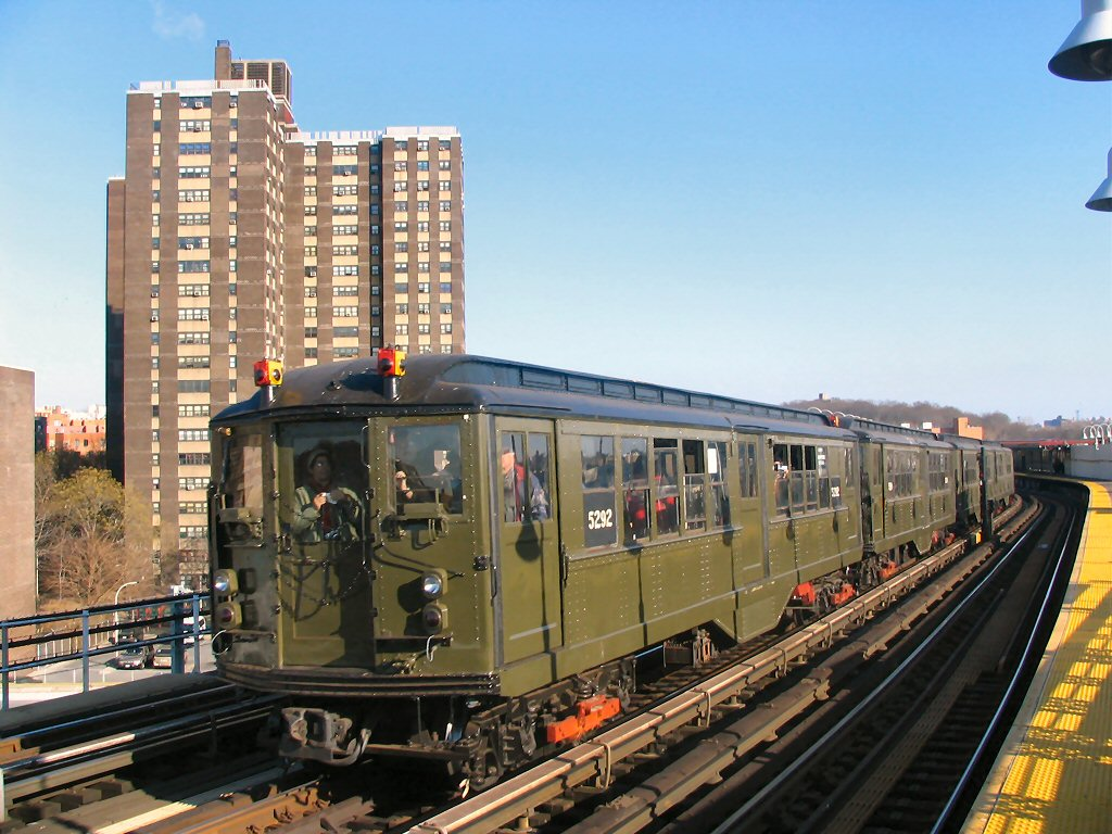 (177k, 1024x768)<br><b>Country:</b> United States<br><b>City:</b> New York<br><b>System:</b> New York City Transit<br><b>Line:</b> IRT White Plains Road Line<br><b>Location:</b> West Farms Sq./East Tremont Ave./177th St. <br><b>Route:</b> Fan Trip<br><b>Car:</b> Low-V (Museum Train) 5292 <br><b>Photo by:</b> Dante D. Angerville<br><b>Date:</b> 12/18/2004<br><b>Viewed (this week/total):</b> 0 / 3056