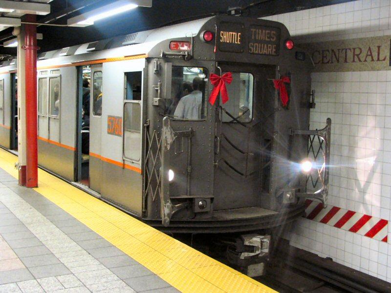 (105k, 800x600)<br><b>Country:</b> United States<br><b>City:</b> New York<br><b>System:</b> New York City Transit<br><b>Line:</b> IRT Times Square-Grand Central Shuttle<br><b>Location:</b> Grand Central <br><b>Route:</b> Fan Trip<br><b>Car:</b> R-12 (American Car & Foundry, 1948) 5760 <br><b>Photo by:</b> Dante D. Angerville<br><b>Date:</b> 12/18/2004<br><b>Notes:</b> Train in regular passenger service, technically not a fan trip.<br><b>Viewed (this week/total):</b> 0 / 3755