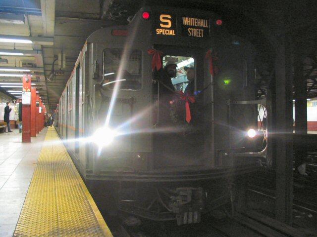 (59k, 640x480)<br><b>Country:</b> United States<br><b>City:</b> New York<br><b>System:</b> New York City Transit<br><b>Line:</b> BMT Broadway Line<br><b>Location:</b> Canal Street <br><b>Route:</b> Fan Trip<br><b>Car:</b> R-7A (Pullman, 1938)  1575 <br><b>Photo by:</b> Dante D. Angerville<br><b>Date:</b> 12/19/2004<br><b>Viewed (this week/total):</b> 0 / 4642