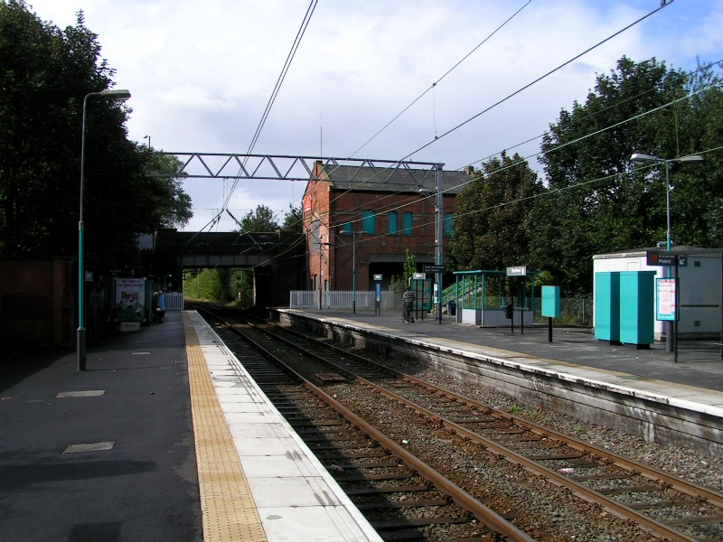 (155k, 800x600)<br><b>Country:</b> United Kingdom<br><b>City:</b> Manchester<br><b>System:</b> Metrolink <br><b>Line:</b> Altrincham line<br><b>Location:</b> Stretford <br><b>Photo by:</b> Tim Deakin<br><b>Date:</b> 8/2004<br><b>Notes:</b> Stretford station, with the disused station house at the end of the opposite platform.<br><b>Viewed (this week/total):</b> 1 / 1652