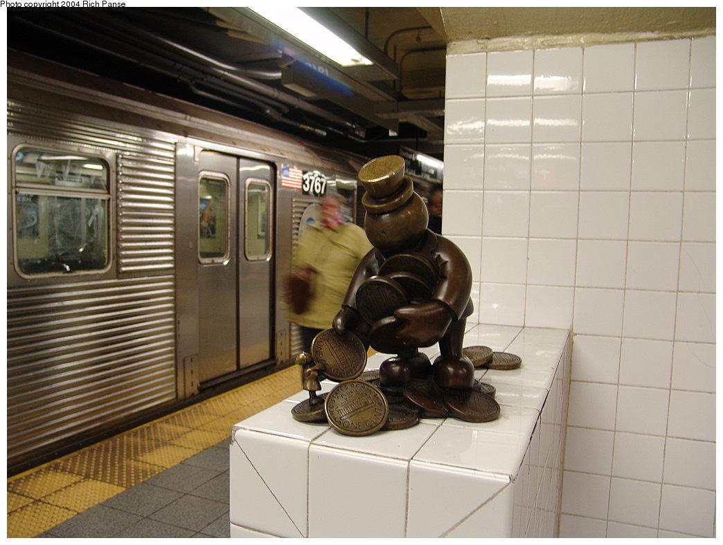 (156k, 1044x788)<br><b>Country:</b> United States<br><b>City:</b> New York<br><b>System:</b> New York City Transit<br><b>Line:</b> IND 8th Avenue Line<br><b>Location:</b> 14th Street <br><b>Photo by:</b> Richard Panse<br><b>Date:</b> 12/15/2004<br><b>Artwork:</b> <i>Life Underground</i>, Tom Otterness (2000).<br><b>Viewed (this week/total):</b> 0 / 5325
