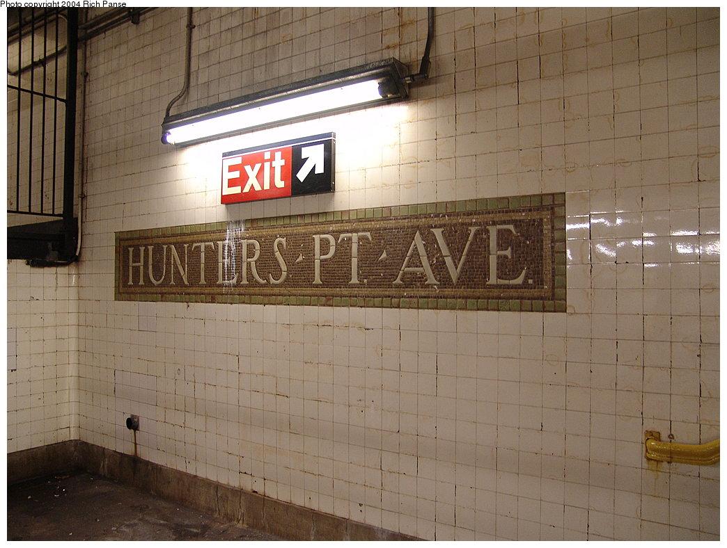 (189k, 1044x788)<br><b>Country:</b> United States<br><b>City:</b> New York<br><b>System:</b> New York City Transit<br><b>Line:</b> IRT Flushing Line<br><b>Location:</b> Hunterspoint Avenue <br><b>Photo by:</b> Richard Panse<br><b>Date:</b> 12/19/2004<br><b>Viewed (this week/total):</b> 1 / 2023