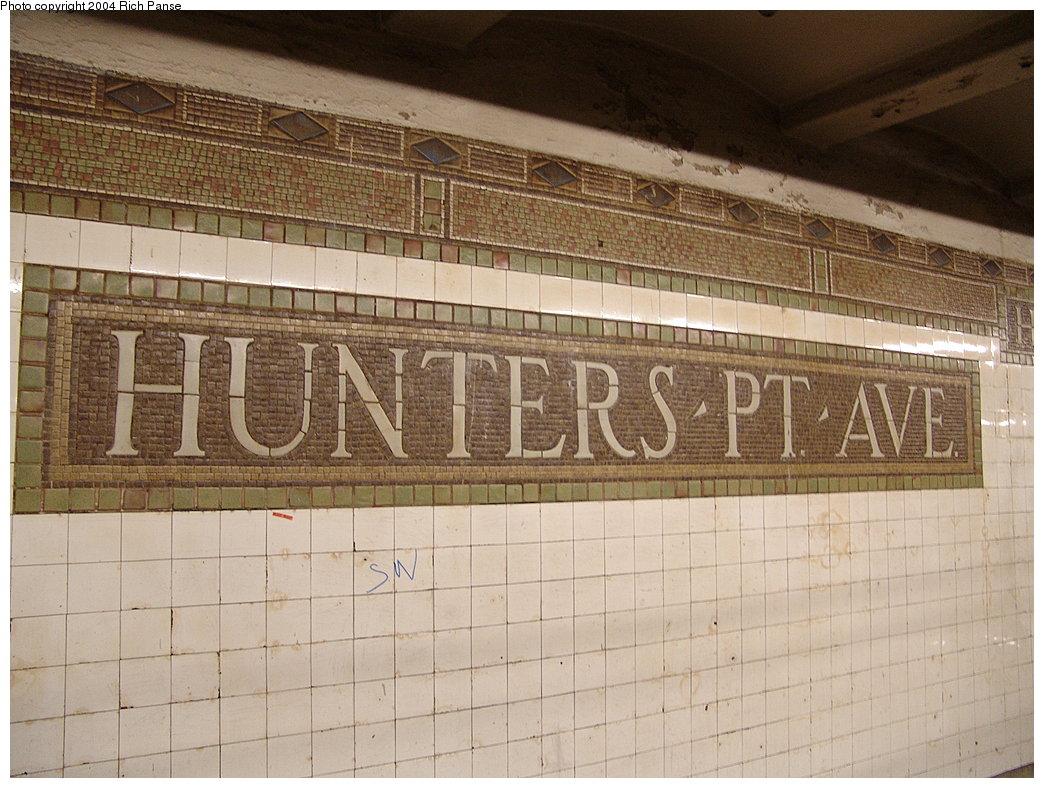 (207k, 1044x788)<br><b>Country:</b> United States<br><b>City:</b> New York<br><b>System:</b> New York City Transit<br><b>Line:</b> IRT Flushing Line<br><b>Location:</b> Hunterspoint Avenue <br><b>Photo by:</b> Richard Panse<br><b>Date:</b> 12/19/2004<br><b>Viewed (this week/total):</b> 0 / 2743